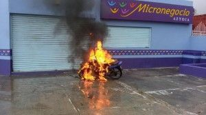 Moto incendiada