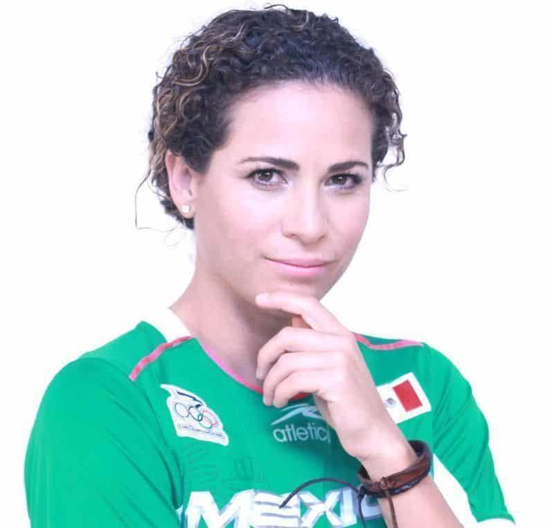 Iris Adriana Mora Vallejo es una futbolista mexicana. Participó en los Juegos Panamericanos de 1999 y 2003; en la Copa de Oro de 2000 y en la Copa del Mundo ... - iris-Mora