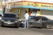 Chocan autos compactos, pero sin lesionados ni daños mayores