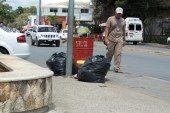 Turisteros y vendedores siguen pasando las de Caín por pésimo servicio de recoja de basura